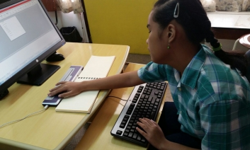 Pupil using the braille reader